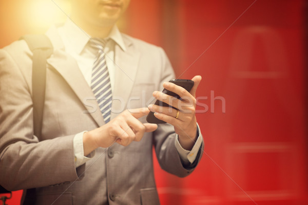 Stockfoto: Zakenman · smartphone · zakenlieden · hand · metro · station