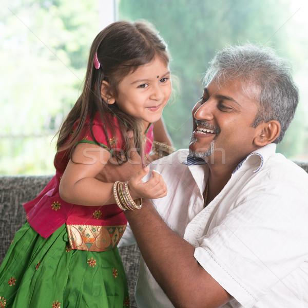 Padre giocare kid indian figlia home Foto d'archivio © szefei