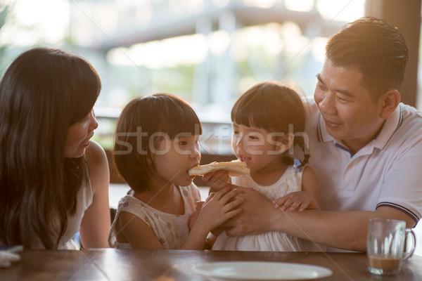 Aile gıda kafe çok güzel çocuklar yeme Stok fotoğraf © szefei