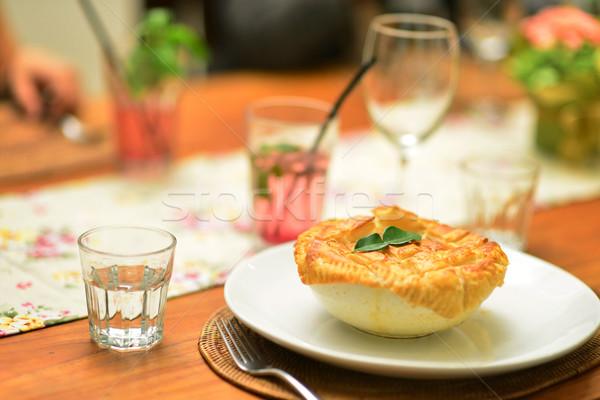 Gulasz wołowy pie gotowy stół szkła restauracji Zdjęcia stock © szefei