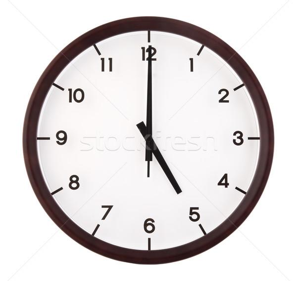 Classique analogique horloge pointant isolé blanche Photo stock © szefei