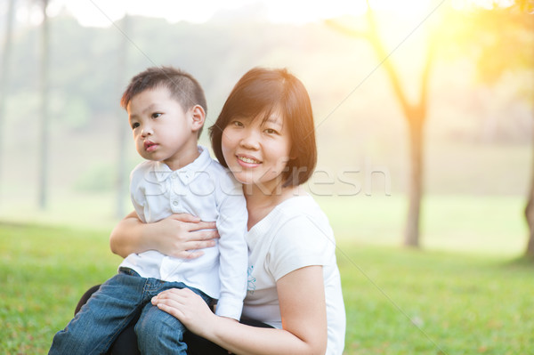 Madre hijo parque Asia familia Foto stock © szefei