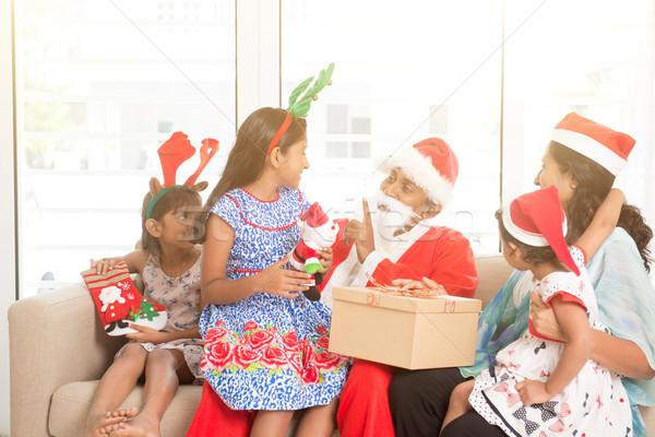 Asian indian familie vieren christmas vakantie Stockfoto © szefei