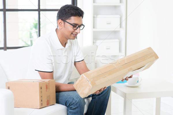 Expressz indiai fickó csomag doboz otthon Stock fotó © szefei