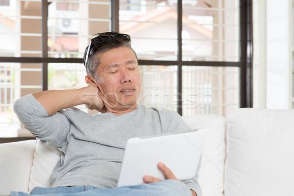 Stock fotó: érett · ázsiai · férfi · nyaki · fájdalom · táblagép · portré