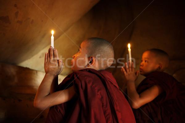Buddhistisch beten wenig Anfänger Vorderseite Kerzenlicht Stock foto © szefei