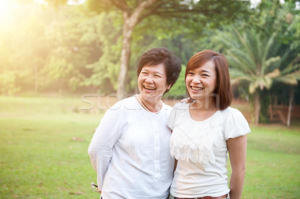Asian ouderen moeder gegroeid dochter portret Stockfoto © szefei