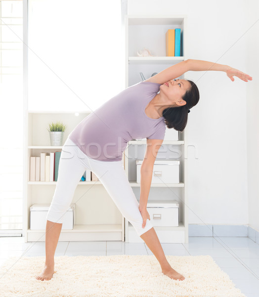 Gravidez ioga pré-natal saudável meses Foto stock © szefei