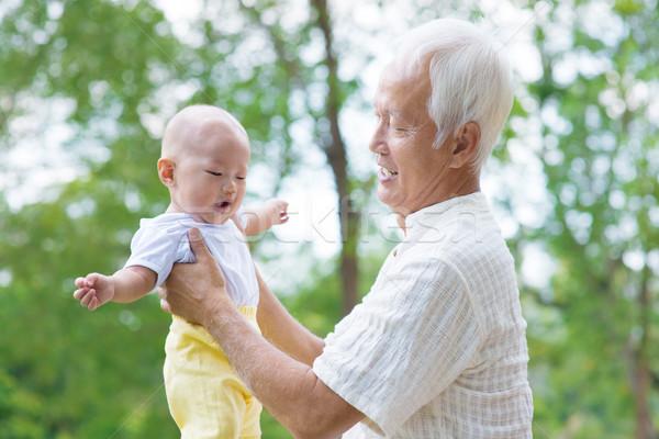 ázsiai nagyapa unoka szórakozás szabadtér baba Stock fotó © szefei