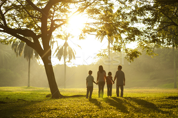 ходьбе свет азиатских семьи , держась за руки девушки Сток-фото © szefei