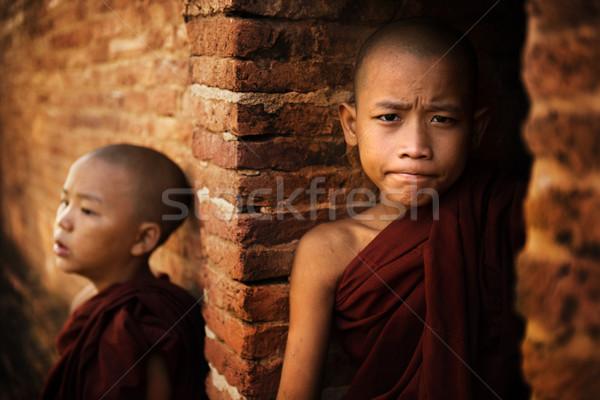 Zwei Anfänger Mönch jungen buddhistisch außerhalb Stock foto © szefei
