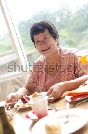старший азиатских женщину столовой счастливым 60-х годов Сток-фото © szefei