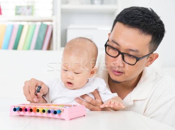 Apa játszik zene hangszer baba ázsiai Stock fotó © szefei
