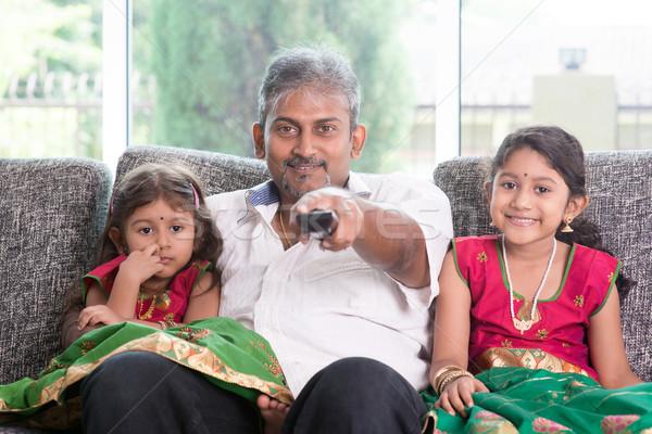 Guardare tv felice indian famiglia insieme Foto d'archivio © szefei