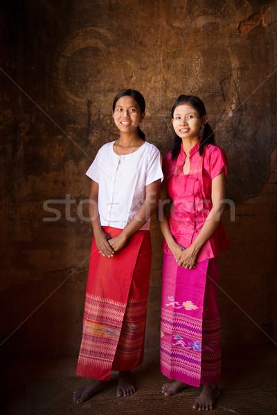 Twee jonge Myanmar meisjes Stockfoto © szefei