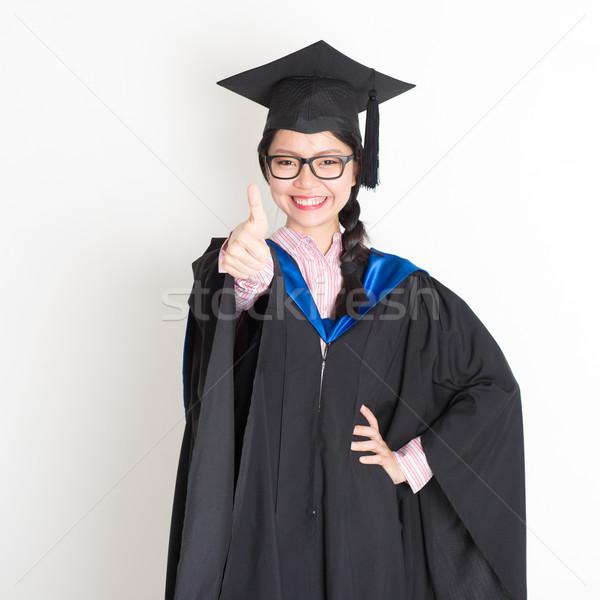 Egyetemi hallgató hüvelykujj felfelé érettségi talár sapka Stock fotó © szefei