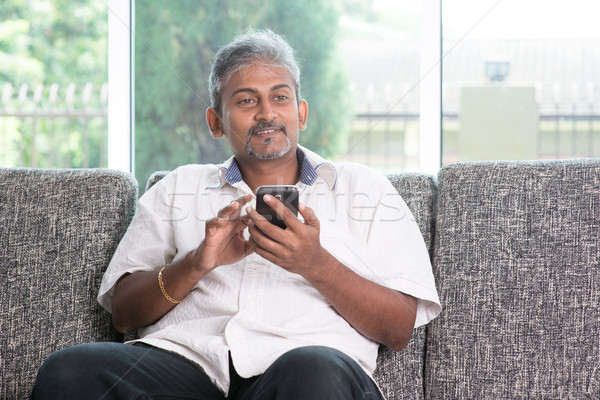 Indian Guy smartphone mobiles applications maturité Photo stock © szefei