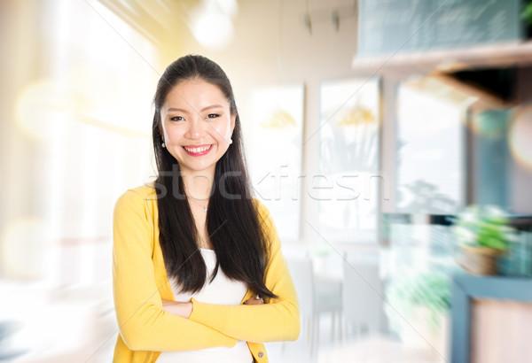 Pequeña empresa propietario Asia femenino tienda los brazos cruzados Foto stock © szefei