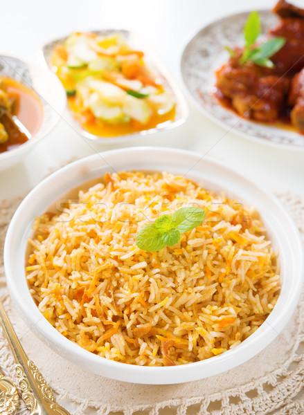 Rizs curry csirkesaláta hagyományos indiai étel étkezőasztal Stock fotó © szefei
