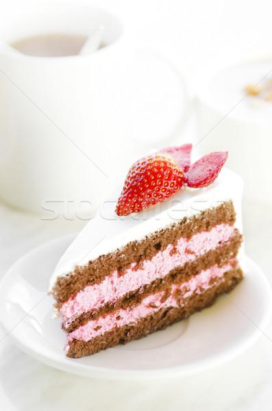 Erdbeerkuchen Erdbeere Scheibe Kuchen natürlichen Beleuchtung Stock foto © szefei