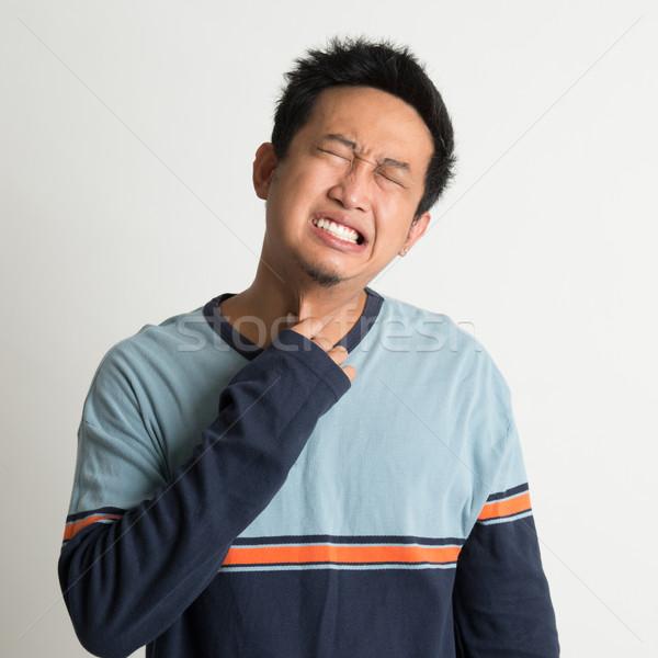 Asiático homem garganta inflamada doloroso cara mão Foto stock © szefei