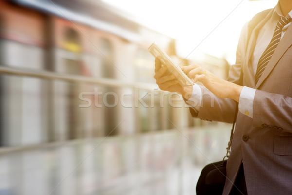 Сток-фото: деловые · люди · железнодорожная · станция · бизнесмен · стороны · цифровой