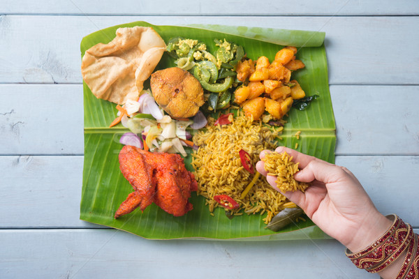 Stockfoto: Indian · vrouw · eten · banaan · blad · rijst