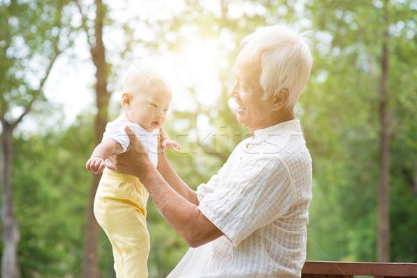 Büyükbaba veya büyükanne torun kıdemli yaşlı adam bebek Asya Stok fotoğraf © szefei