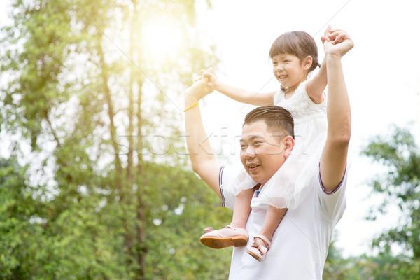 父 ピギーバック 娘 アジア 家族 屋外 ストックフォト © szefei