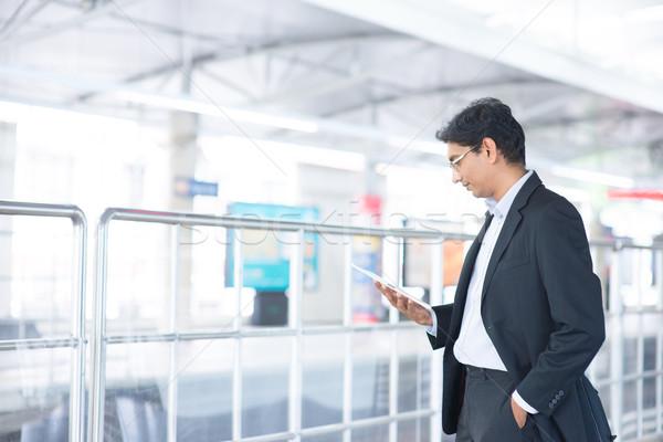 Man treinstation asian indian zakenman Stockfoto © szefei
