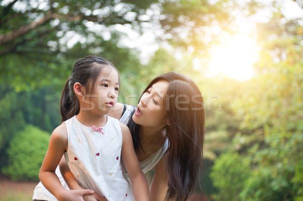 ストックフォト: 母親 · 屋外 · 娘 · 公園 · アジア