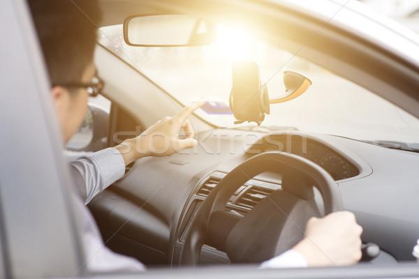 Okostelefon GPS navigáció üzletember autó mobiltelefon Stock fotó © szefei