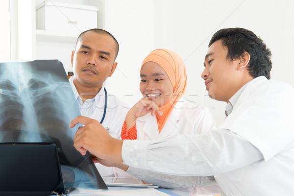 Tıbbi doktorlar xray taramak mutlu Stok fotoğraf © szefei