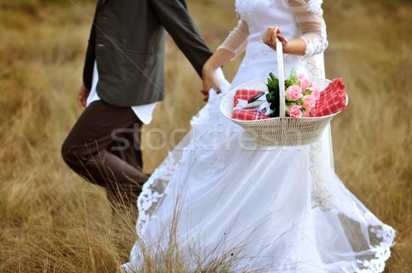 Bruid bruidegom lopen man veld leuk Stockfoto © szefei