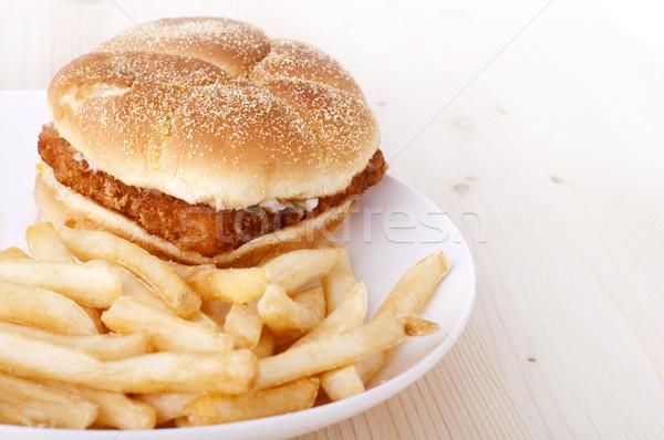Fast food pesce burger patatine fritte piatto legno Foto d'archivio © szefei