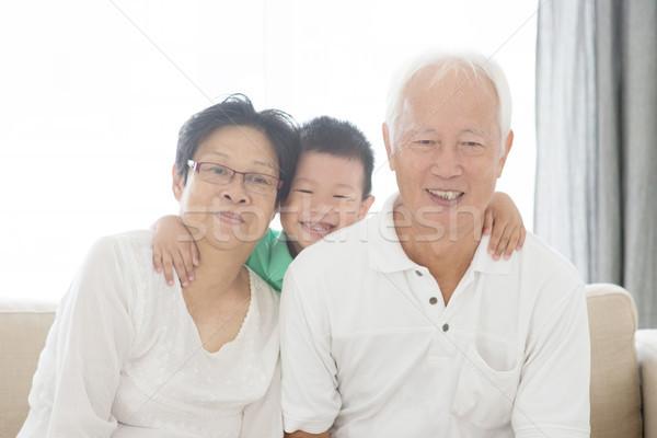 азиатских дедушка и бабушка внук портрет домой старые Сток-фото © szefei