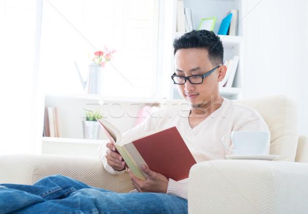 юго-восток азиатских мужчины чтение книга сидят Сток-фото © szefei