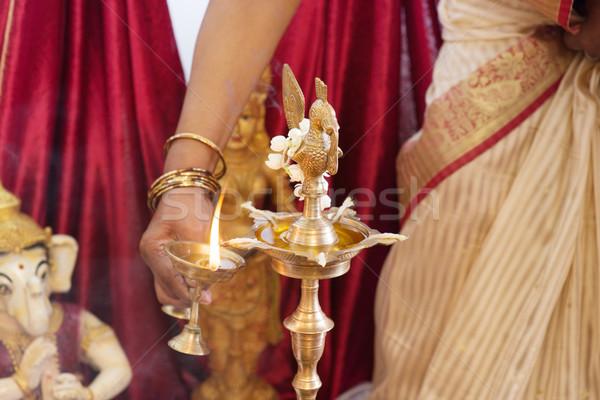 Kobieta oświetlenie w górę metal tradycyjny Zdjęcia stock © szefei