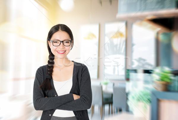 Propietario nuevos Servicio Asia mujer los brazos cruzados Foto stock © szefei