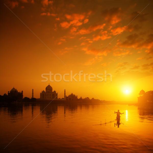 Taj Mahal India tramonto silhouette pescatore Foto d'archivio © szefei