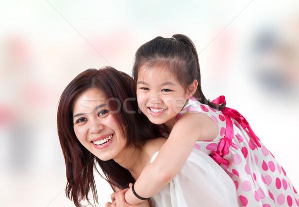 アジア 家族 ピギーバック ホーム 実家 母親 ストックフォト © szefei