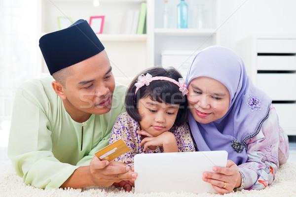 Asiático família compras on-line sudeste computador Foto stock © szefei