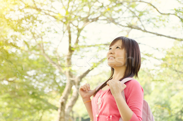 Fiatal ázsiai egyetemi hallgató főiskolás lány diák áll Stock fotó © szefei