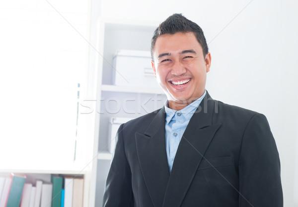 Atraente sudeste asiático executivo em pé escritório Foto stock © szefei