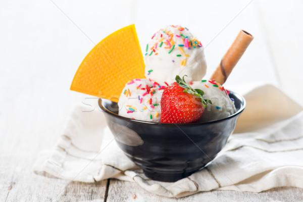 Vaniglia gelato frutta ciotola cialda bianco Foto d'archivio © szefei