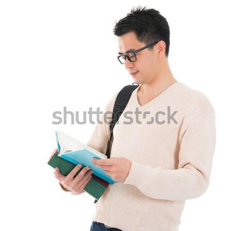 Asia adulto estudiante lectura libro casual Foto stock © szefei