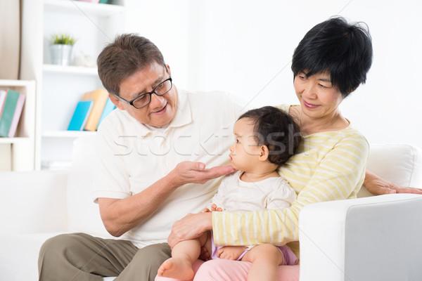 ázsiai családi portré otthon család megnyugtató bent Stock fotó © szefei