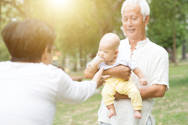Dedesi torun bebek Asya aile hayatı Stok fotoğraf © szefei
