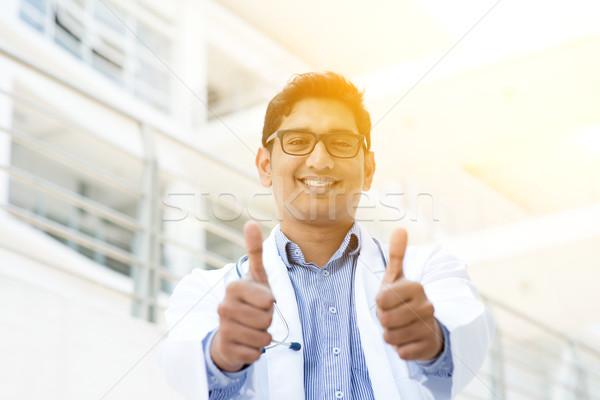 Сток-фото: азиатских · индийской · медицинской · врач · улыбаясь