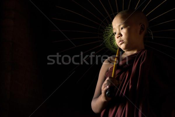 Anfänger Dach jungen Mönch halten Mann Stock foto © szefei